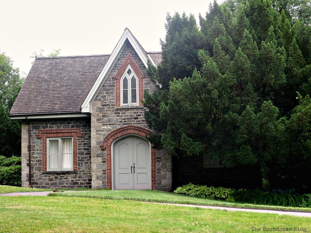 Stone building The Greatest Botanical Garden in the World, www.theboondocksblog.com