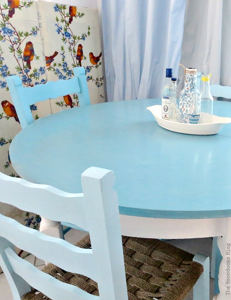 table and chairs in various shades of blue, The tale of the Happy Chairs, www.theboondocksblog.com