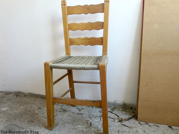 Wood chair before, The tale of the Happy Chairs, www.theboondocksblog.com