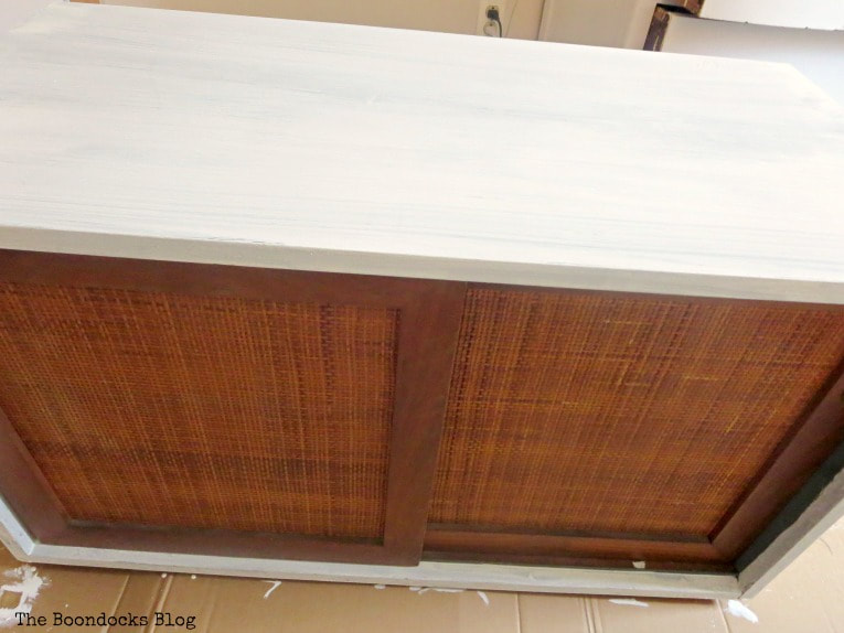 MCM sideboard painted white, How to Pair MCM Furniture to Get One Unified Look www.theboondocksblog.com