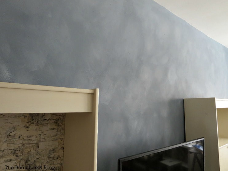 Side angle view of the accent wall with cloudy effect