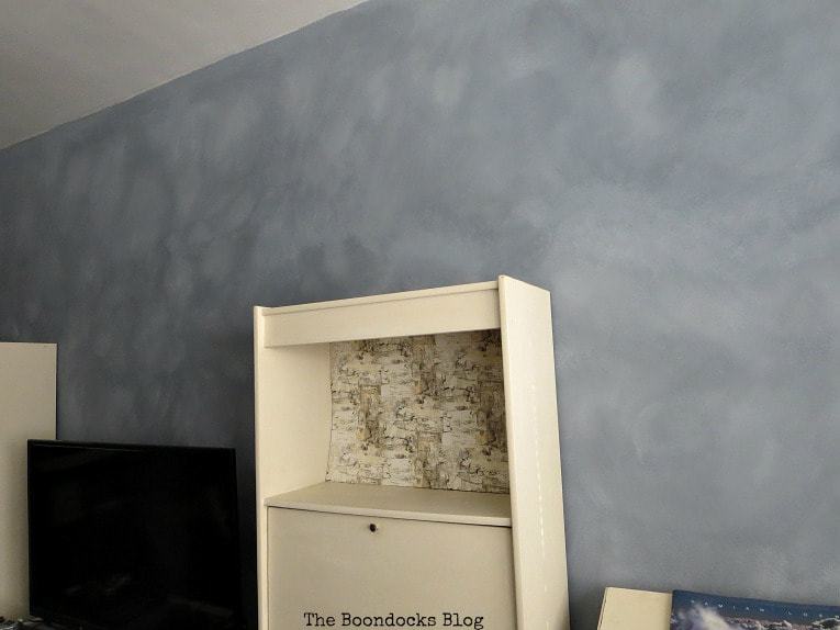Accent wall with cloudy effect.