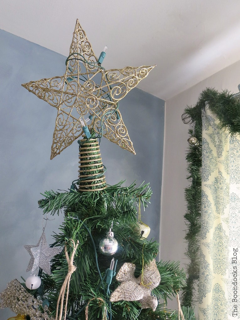 Gold star Christmas tree topper, It's all About the Sparkle of the Christmas Tree www.theboondocksblog.com