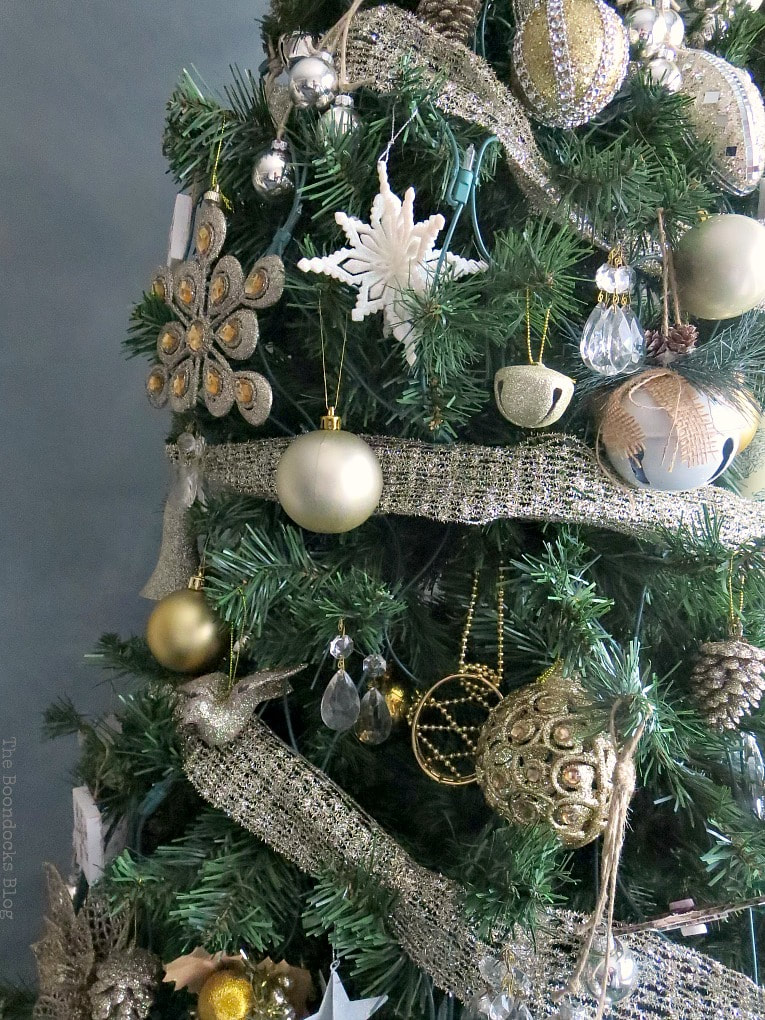 Christmas tree decorated with shiny, glittery ornaments that sparkle, #ChristmasTree #ChristmasTreeDecor #GlitterChristmasTree #SparkleChristmasTree #ChristmasTreeOrnaments It's all About the Sparkle of the Christmas Tree www.theboondocksblog.com