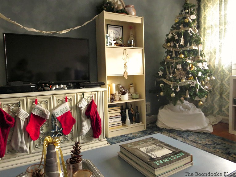 Table in the festive living room for the holidays, How to Re-Invent your Old Coffee Table With Paint www.theboondocksblog.com
