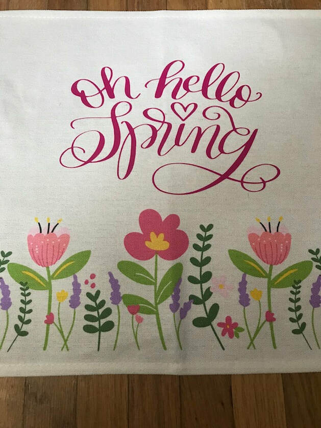 Personalized Spring Place mat, 35 Easy Spring Ideas to Inspire You www.theboondocksblog.com