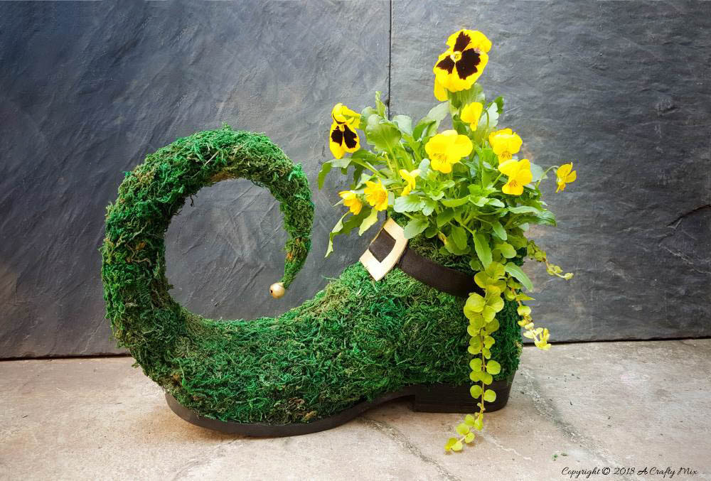 Leprechaun shoe as planter, 35 Easy Spring Ideas to Inspire You www.theboondocksblog.com