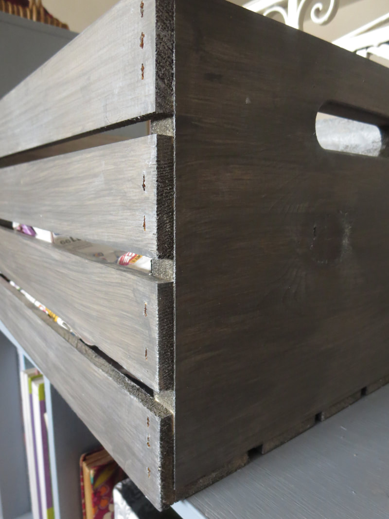 Barnwood Gray stain color on wood crate, #woodcrate #rusticcrate #farmhousecrafe #barnwoodstain #farmhousewhitewax #easyDIY #upcycled #paintedcrate How to get a stunning finish on a wood crate with stain www.theboondocksblog.com