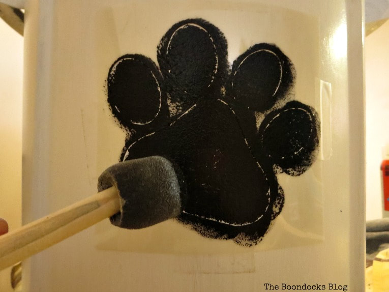 Pounce sponge for stenciling, How to Easily Organize your pet food with a bucket www.theboondocksblog.com