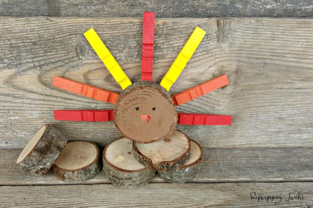 Repurposing Junkie wood slices Turkey, 12 Colorful ways to help you prepare for Thanksgiving www.theboondocksblog.com