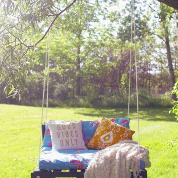 Pallet wood outdoor swing.
