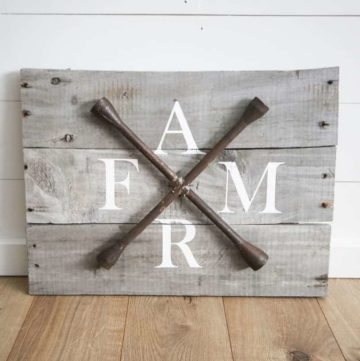 Pallet wood farmhouse sign.